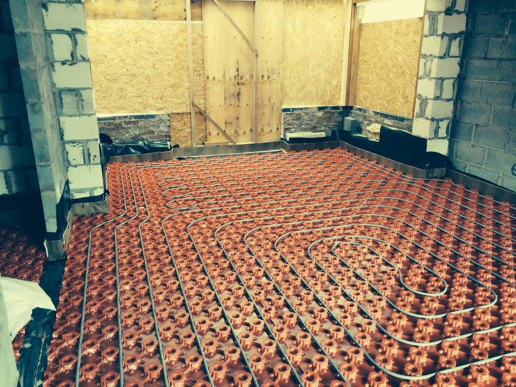 underfloor heating pipes